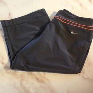 3/$25 NWOT Nike Athletic Yoga Crop Pants Sz Lg